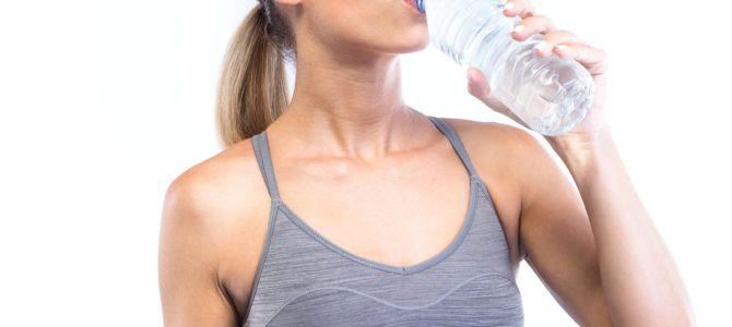Bere molta acqua per un assistente bagnanti può fare danni?